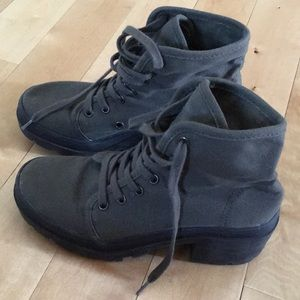 Green army boots from forever 21 only worn once